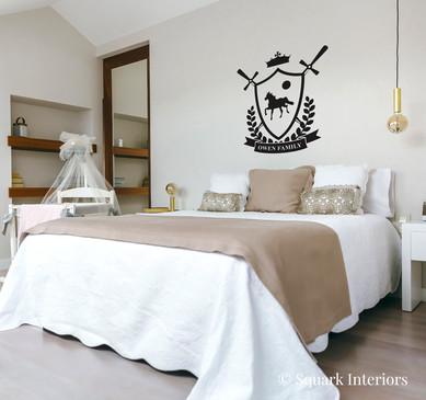 ©squarkinteriors-coat-of-arms-bedroom.jp