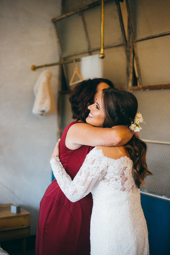 Mother and Bride hug, getting ready portraits, Lokal hotel