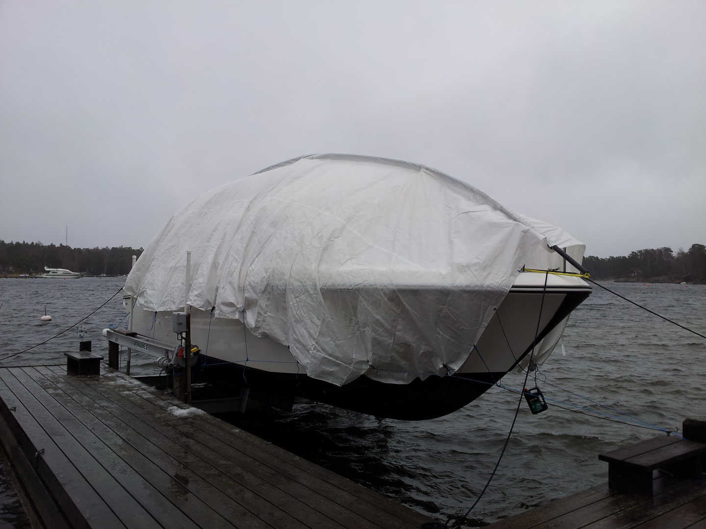 EASYTEC BOAT COVER ON WATER