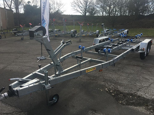 MTX2622FD Central Keel Roller Trailer (Max Boat Weight - 2440kg)