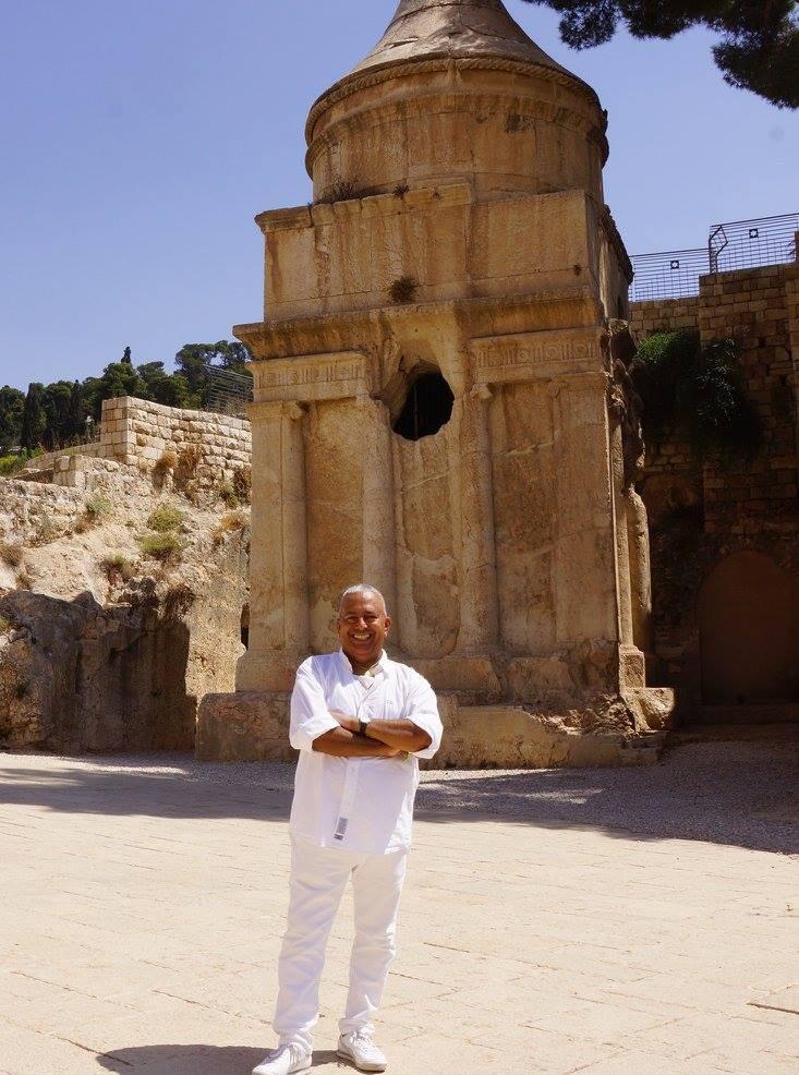 Foto Rubén Cedeño en la tumba de Absalón- Jerusalén - 5 de septiembre