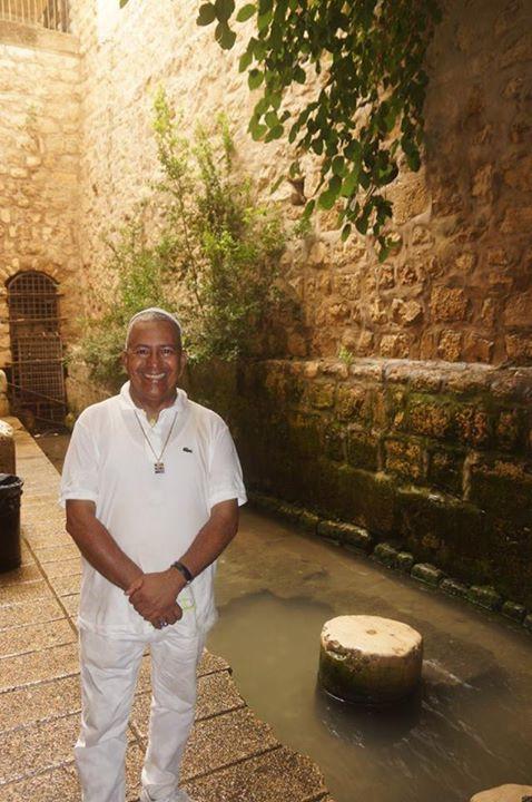 Foto Rubén Cedeño en el Estanque de Siloé.
