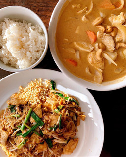 Pad Thai & Massaman Curry