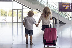 travelling-kids-with-baggage-at-airport.