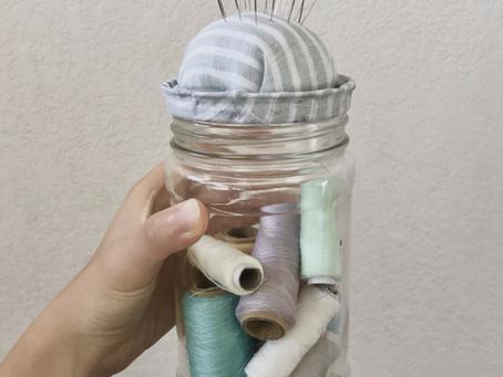 Easy upcycling DIY: Jar lid pin cushion