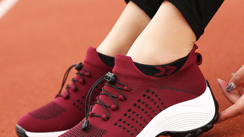 Lightweight flying sneakers