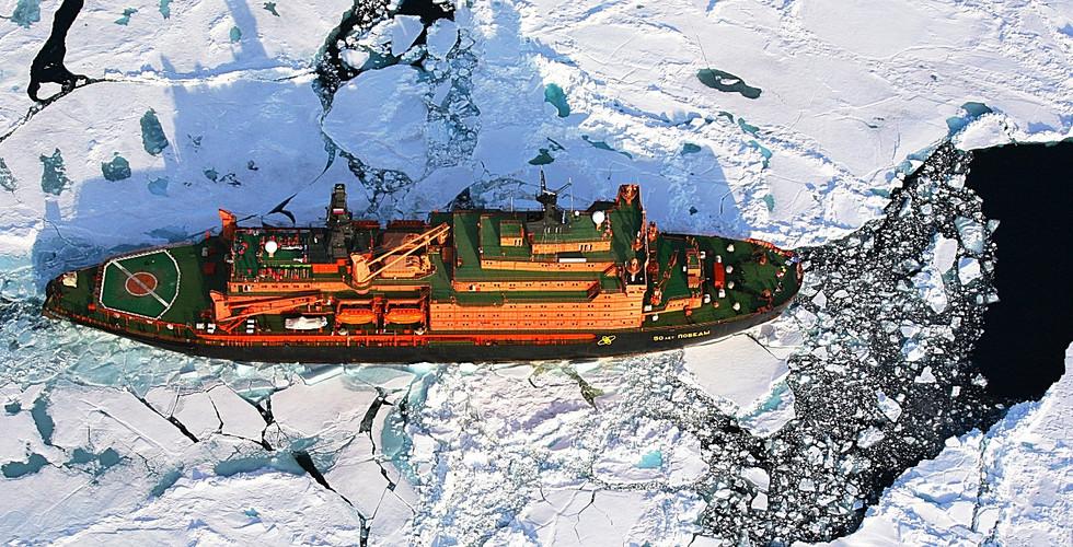 북극항해 | 얼음을 깨면서 지나는 쇄빙선 - 항공촬영