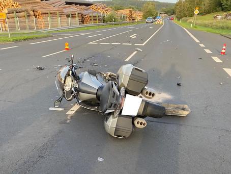 Technische Hilfeleistung - VU PKW Zusammenstoß mit Motorrad