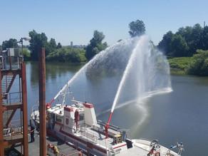 Übung Feuer auf Schiff mit Menschenrettung
