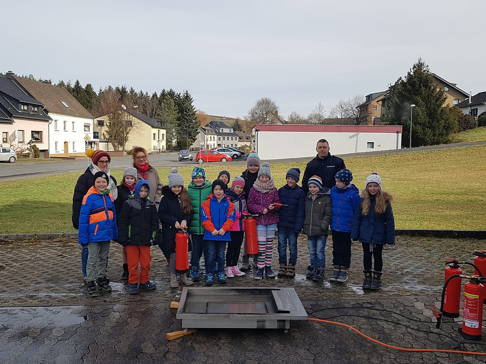Grundschule Stadtkyll - Klasse 3 zu Gast bei der FF Stadtkyll