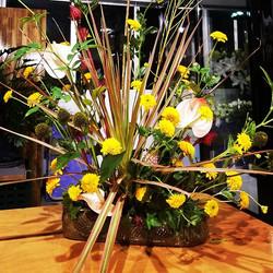 いつもの定期アレンジメント。お次は会社の異動用花束とボックスフラワー。最後はお花