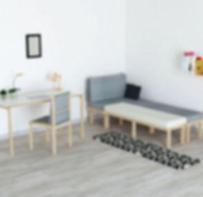 Mobilier modulable en bois pour petits espaces