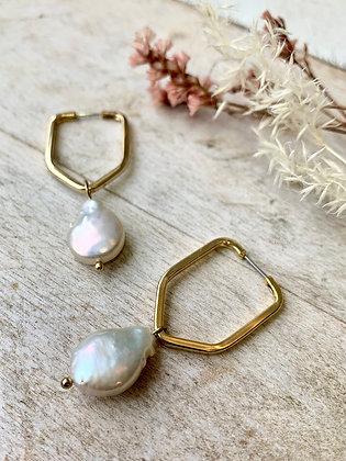 FRÜG Freshwater Pearl + Geometric Hoop Earrings FEA08