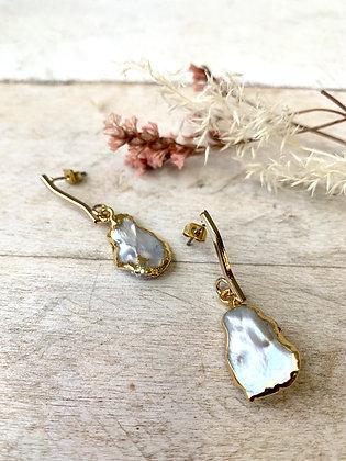 FRÜG Freshwater Pearl + Wavy Bar Earrings FEA07