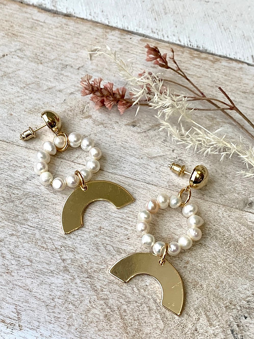 Freshwater Pearl and Arc Earrings FEA10