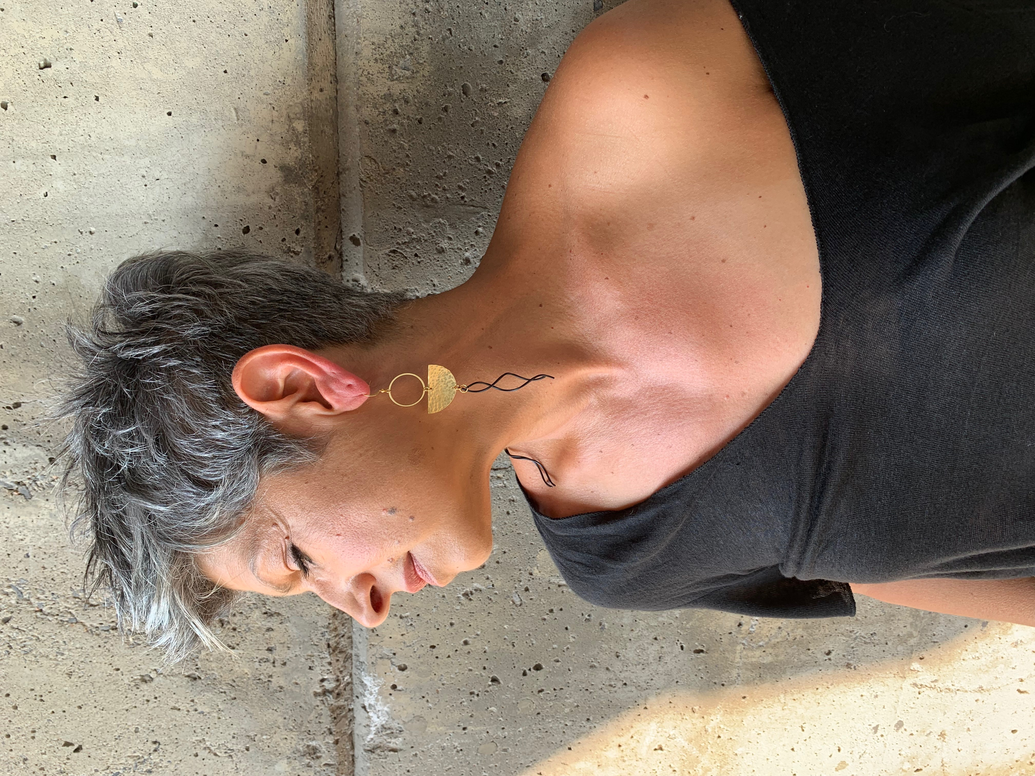 Früg_hammered_brass_black_swirl_earrings