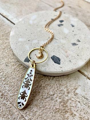 FRÜG Blacklip Shell + Crescent Moon Necklace FNA19