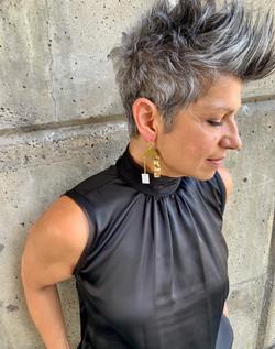 Früg_shell_and_wavy_brass_earrings