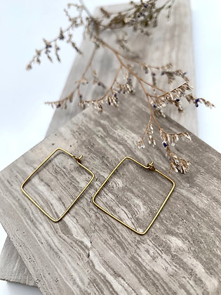 "FRÜG ""Maajida"" Brass Wire Teardrop Earrings"