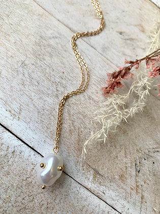 FRÜG  Pearl + Gold Dot Accents Necklace  FNA18
