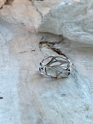 KINDRED Sterling Silver Abstract Outline Ring KR49