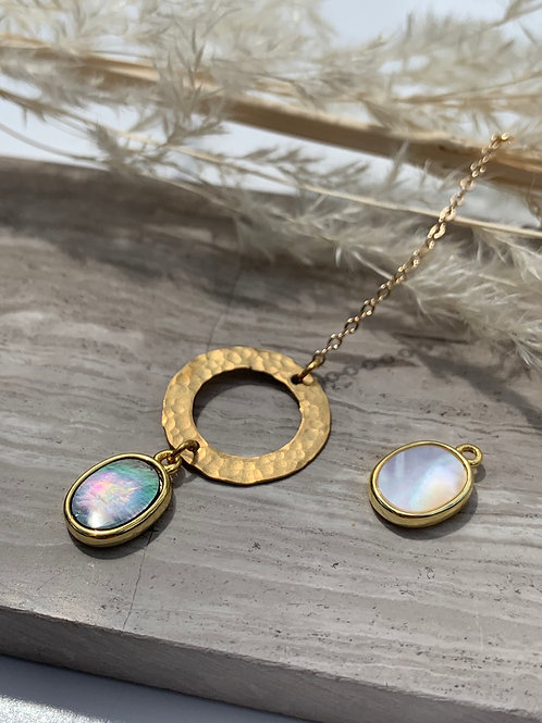 >>> Wyetta - Blacklip Shell or Mother of Pearl Loop Necklace <<<