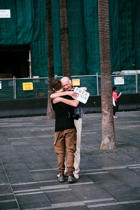 //FREE HUGS//