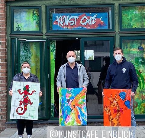 Spendenuebergabe Cafe EinBlick.jpg