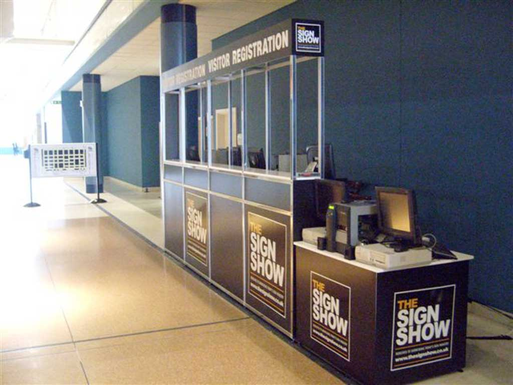 Registration-desk4.jpg