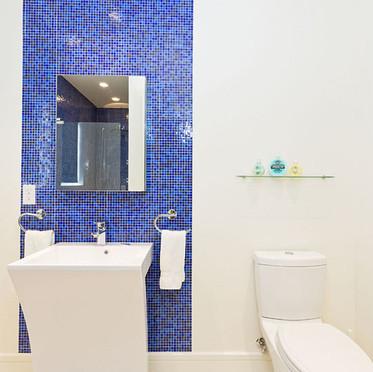 Suite III bath.jpg