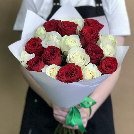 Букет из красных и белых роз 21шт(50см)