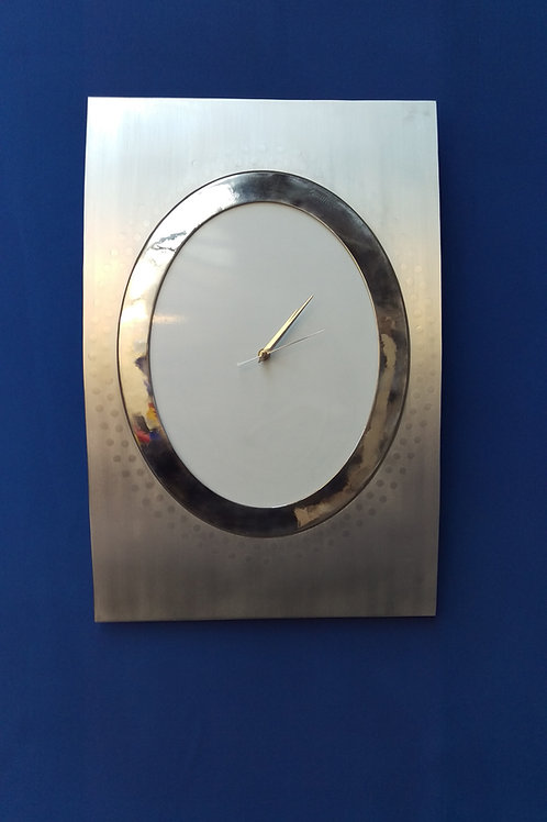 Aircraft fuselage window setion clock