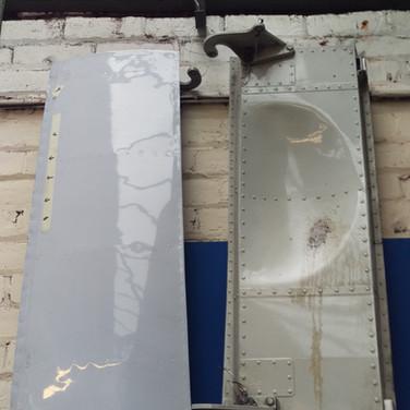 Avro Rj85 nose doors