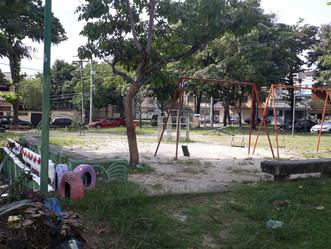 Praça da Vila Mallet é abandonada pela Prefeitura e conservada pelos moradores