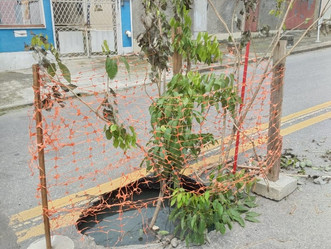 [VÍDEO] Mais uma vez após chuvas, uma cratera se abre na Rua Cairuçú, em Valqueire