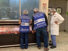 [VÍDEO] Procon-RJ descarta alimentos impróprios para o consumo em supermercado da Taquara