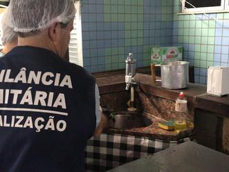 Vigilância Sanitária flagra canudos de plástico em lanchonete do Mercadão de Madureira