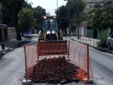 Após reclamação, Prefeitura começa obra na Rua Cairuçu para acabar com vazamento