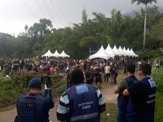 [VÍDEO] SEOP interrompe festa irregular com cerca de 5 mil pessoas em Jacarepaguá