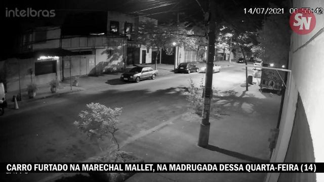 [VÍDEO] Bandidos furtam carro no Mallet, usando outro para empurrar o veículo