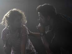 John Krasinski tenta salvar sua família em novo clipe de 'Um Lugar Silencioso – Parte II'
