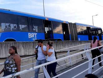 [VÍDEO] BRT é esvaziado na estação Marechal Fontenelle devido princípio de incêndio
