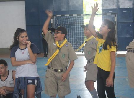 Escoteiros mobilizam estudantes para diversão, atividades e escotismo