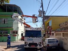 RioLuz realiza reparos nas lâmpadas e refletores danificados em Realengo