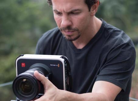 Preparador de elenco e diretor, Ricardo Connti ganha espaço de oficinas para atores na Zona Oeste