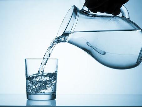NUTRIÇÃOnews | A importância do consumo de água nas diferentes fases da vida