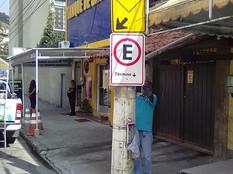 CET-Rio padroniza estacionamento em rua do Sobral e carros não podem ficar onde paravam antes