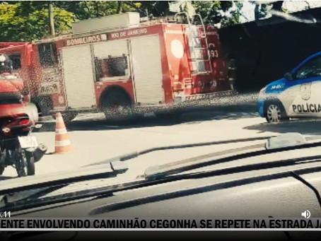 [VÍDEO] Mais um acidente envolvendo caminhão cegonha na Estrada Japoré em Valqueire