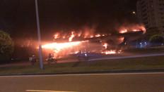 Incêndio destroi estação Guignard do BRT, em frente ao Américas Shopping na Barra