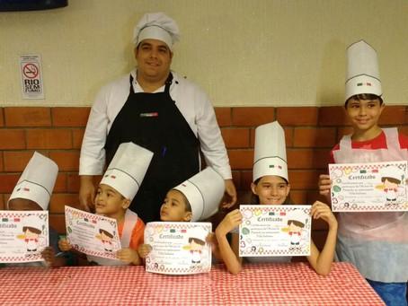 Pizzaria de Sulacap realiza oficina mirim de pizzaiolo e criançada adora